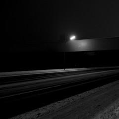 Fördertechnik (jpk.) Tags: 2010 abend bertlich februar herten kontrast licht nacht schatten westerholt dunkel janphilip kopka laterne einzeln single lantern lichtschein leuchte schwarzweis strase schnee weis schwarz ©janphilipkopka