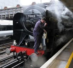 Victoria London 24th February 2010 (loose_grip_99) Tags: uk railroad england london station train oliver railway trains victoria steam fireman british railways cromwell 2010 462 uksteam 70013 gassteam sussexbelle