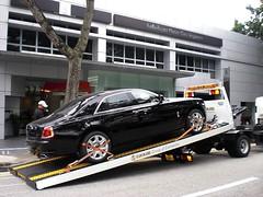 ROLLS ROYCE DEALER IN SINGAPORE WITH PHANTOM AND GHOST 015 (livingingermanyagain) Tags: new car ghost showroom rolls phantom luxury singapur limousine royce spotting dealer drophead 200ex