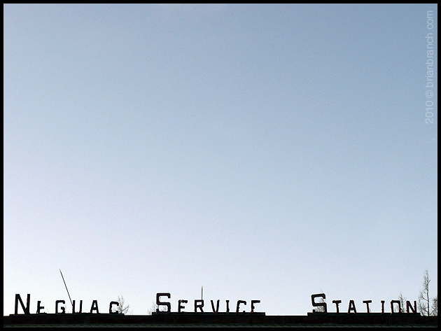P1080859_neguac_service_station