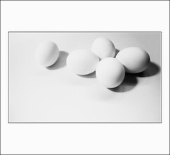 Huevos (Ivn Adrin) Tags: huevos eggs blackwhitephotos