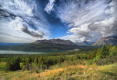 Glacier National Park (Muratodentro [ Luca Renoldi ]) Tags: park sky mountain lake water clouds landscape nikon glacier national theperfectphotographer artofimages bestcapturesaoi elitegalleryaoi flickraward5 photocontesttnc10 northcentralrockiesforests thelargestgroupintheworld