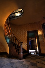 Staircase of Beauty (TunnelBug) Tags: abandoned woodwork 19thcentury rr spiralstaircase grandstaircase railroadstation