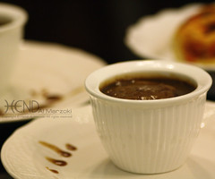 Dates pudding (HeNd Almarzoki) Tags: food canon dessert photography eos sweet comida efs1855mm pudding mat dolce 1855mm dates efs nourriture nahrung st    ss  hend      1000d canoneos1000d   almarzoki