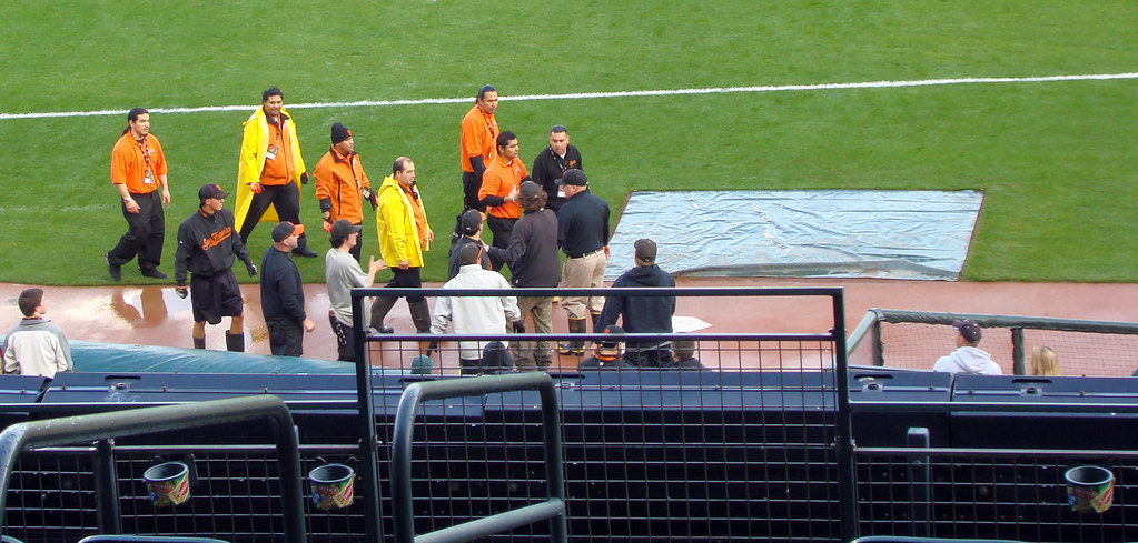 DSC05939 AT&T Park groundskeepers