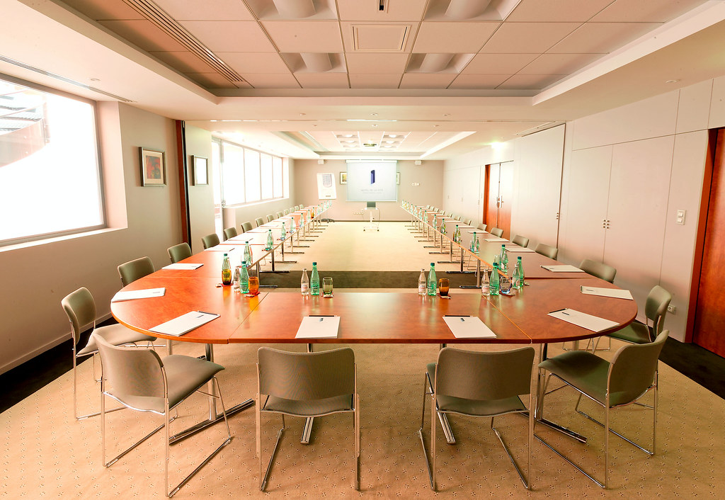Ideal for your meetings at the modern Hotel de la Cite, Concorde Lyon, France