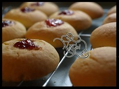 NZ girl  لـ Jam drops (sanabesCooking) Tags: girl drops nz jam لـ