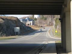 L'hôtel vu sous le viaduc