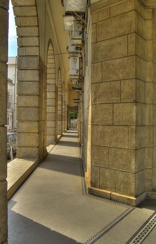 The golden hallway - Standard Chartered
