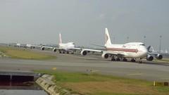 Stand in a Queue at Suvarnabhumi Airport - Bangkok (Matt@PEK) Tags: bkk thaiairways staralliance pentax chinaairlines airport skyteam b744
