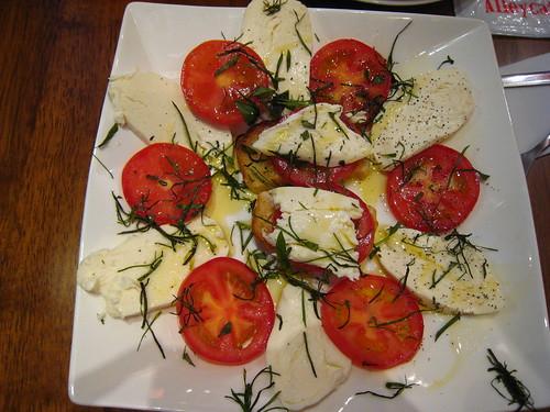 水牛起士蕃茄沙拉