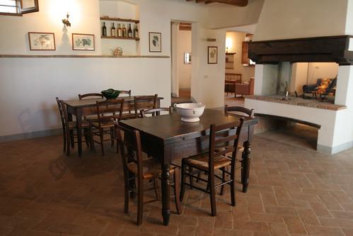 Two rustic farmhouse tables - Apt. Orciaia, Montalbino