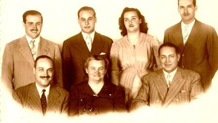 Pedro Gervasoni, su esposa y cinco hijos
