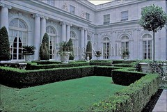 00129845 (wolfgangkaehler) Tags: usa house architecture garden rhodeisland american newport hedge northamerica mansion americas hedges mansions northamerican rosecliffmansion