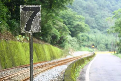 沿著鐵路從7倒數到1,就到十分站嚕!