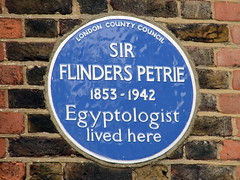 Photo of Flinders Petrie blue plaque