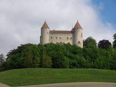 Schloss Champvent ( Baujahr 2. Hälfte 13. Jahrhundert - Stil Savoyisch - Carré savoyard - Mittelalter - château castello castle ) über der Orbeebene bei Champvent im Kanton Waadt - Vaud in der Westschweiz - Suisse romande - Romandie der Schweiz (chrchr_75) Tags: chriguhurnibluemailch hurni christoph schweiz suisse switzerland svizzera suissa swiss chrchr chrchr75 chrigu chriguhurni 1005 hurni100521 albumschlösserkantonwaadt albumschweizerschlösserburgenundruinen kanton canton waadt vaud kantonwaadt kantonvaud schloss castle château castello kasteel 城 замок castillo mittelalter geschichte history gebäude building archidektur chriguhurnibluemail champvent schlosschampvent alblumschlösserkantonwaadt zeitreiseschweizmittelalter mai 2010 vaudt kantonvaudt