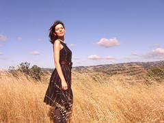 [フリー画像] 人物, 女性, 草原, ドレス, 201006131500