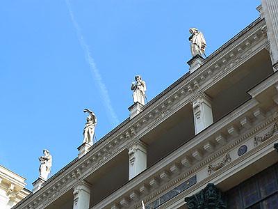 statues sur l'opéra.jpg