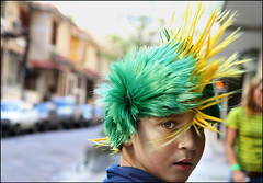 Punk da Copa (ccarriconde) Tags: brasil riodejaneiro punk ccarriconde cristinacarriconde criança worldcup futebol torcida peruca copadomundo comemoracao brasilpeople copyright©cristinacarricondeallrightsreserved ©cristinacarriconde copadomundo2010 fifaworldcupsoccer2010 ruasdoriodejaneiro