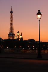 Coucher de soleil sur Paris (hervekaracha) Tags: france paris toureiffel eiffel nikon d200 silhoulette