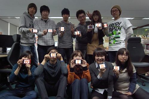 트위터 이벤트를 위해 멤버들..