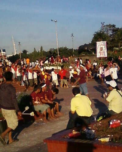 Devotees on their way to the Quirino Grandstand - Most of them are barefoot