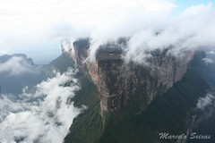 Monte Roraima - Proa (Marcelo Seixas) Tags: world travel blue sunset brazil portrait sky mountain luz nature mystery clouds america trekking walking landscape lost photography arthur is photo track fuji natural photos hiking venezuela south natureza bolivar paisagem hike victory professional mount american bow tropical keep gran doyle canaima nothing caminhada justdoit montanha clound vitoria ican caminho perdido impossible conan trilha roraima sabana tepui lostworld profissional tepuy idid arthurconandoyle proa kukenan s9000 dotheimpossible