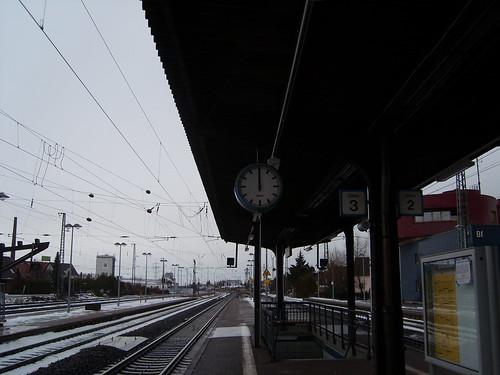Am Gleis 3 am Bahnhof Biblis hats schon 12 geschlagen