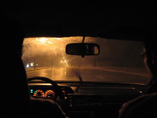 Manejando bajo lluvia