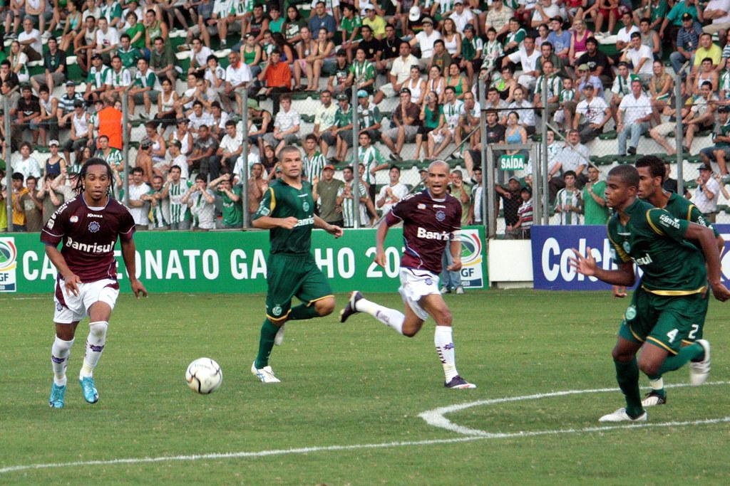 Everton (E) fez o gol do Caxias, que ficou para trás na chave. Crédito: Luiz Erbes