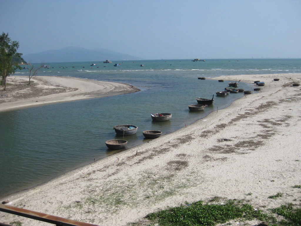 coracle boats near Danang