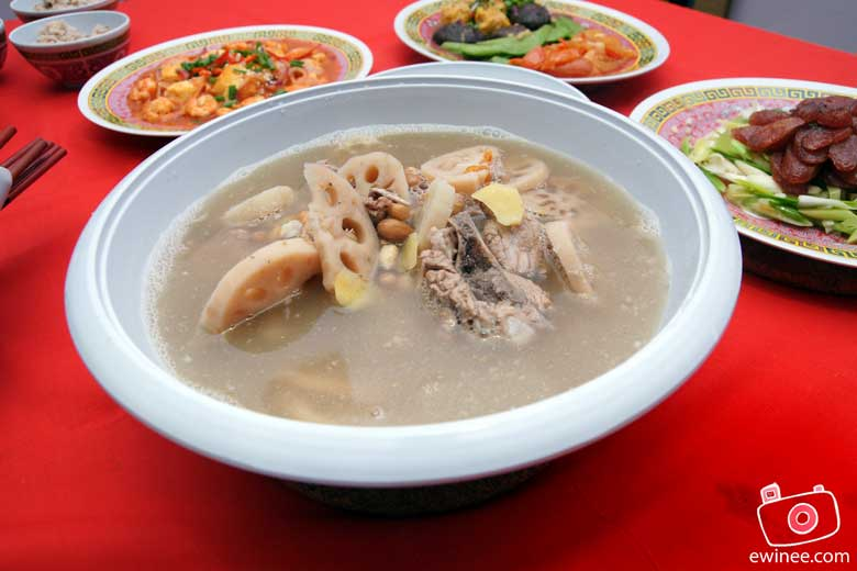 CHINESE-NEW-YEAR-REUNION-DINNER-2010-Lotus-Soup