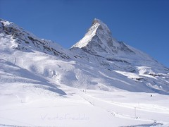 Zermatt - La nord del Cervino (ventofreddo - www.fotoandreacorbo.com) Tags: mountain alps switzerland sony cybershot zermatt svizzera montagna wallis w1 sci 2010 sonydscw1 sonyw1 vallese ventofreddo matterhornskiparadise andreacorbo