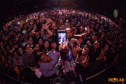 Erykah Badu w/ crowd in Oakland