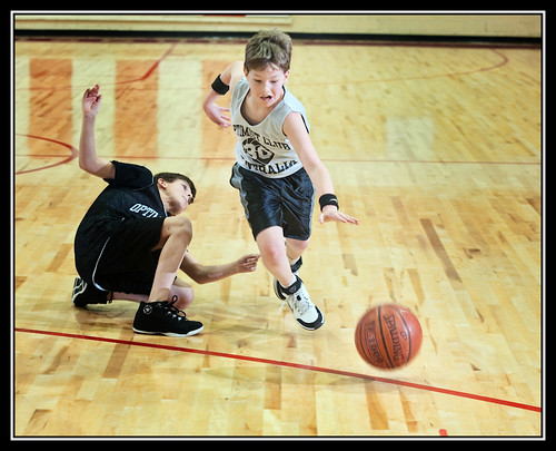 PeeWee bball The pass (by Silver Image)
