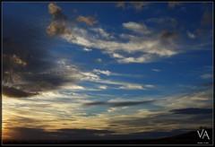 Sunset at San Millan - 2 / Puesta de sol en San Millan de Juarros - 2 (Trensamiro) Tags: blue sunset red espaa cloud sol yellow azul spectacular dc spain rojo availablelight awesome benq shapes noflash sierra amarillo va handheld puesta burgos lenticular breathtaking magnificent demanda castilla castile espectacular magnifica c62 maravillosa enthralling sinflash juarros luzdisponible sanmillan apulso trensamiro sobrecogedora