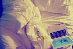 ❻.. (- M7D . S h R a T y) Tags: uk sleeping london film night bed mac unitedkingdom sleep laptop pillow cover goodnight remotecontrol wordsbyme london2010 ®allrightsreserved™ homealonefilm londonsdiary~6