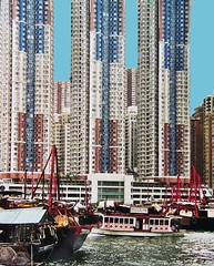 China - Hongkong , Aberdeen Harbour , wie mit Legobausteinen gebaut (roba66) Tags: china city hk buildings boats hongkong asia asien cityscape great chinese boote aberdeen hafen hongkongisland metropole aberdeenharbour hochhäuser otw roba66 chinareise2002 wolkenratzer