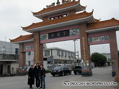 Another archway built using overseas Chinese's donations