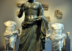 Well Dressed Men of the Ancient World (Trish Mayo) Tags: sculpture statues metropolitanmuseumofart noncoloursincolour himation greekandromangalleries thebestofday gününeniyisi
