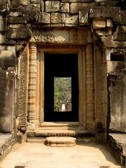 entrance (wolfgangp_vienna) Tags: door temple asia asien cambodia kambodscha eingang angkorwat frame siemreap tr tempel entrace baphuon centralangkorthom