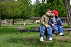 Hermanitos (gastelummoller) Tags: park family parque portrait cute familia sonora kids children mexico outdoors kiss picnic child little brothers nios soul brotherhood emotions hermosillo beso hermanos norte hapiness moller littlebrothers hermanitos lasauceda mexicanos gastelummoller pequeoshermanos