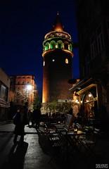 Torre de Galata . Galata tower (selenis) Tags: tower night turkey nikon torre turkiye nocturna istambul turquia 2010 galatatower galatakulesi 18200vr d80 torredegalata