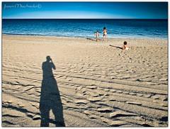 Algn da... (Juan Machado [McKeyn]) Tags: blue shadow sea espaa beach azul mar andaluca spain sombra felicidad cdiz campodegibraltar lalneadelaconcepcin playadelaalcaidesa