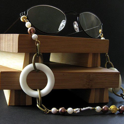 Retro Pearl Burgundy and Chardonnay Eyeglass Chain