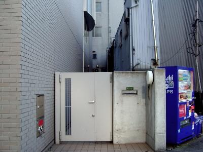 末広町の謎の玄関門