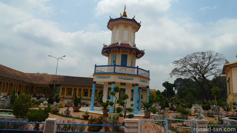 1 Day Cao Dai Temple & Cu Chi Tunnels Tour