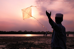kite runner - II (Tahsin Hossain) Tags: life light sunset cloud sun kite reflection texture water rural river children kid nikon lifestyle runner 18200 bangladesh d90 netrokona birishiri