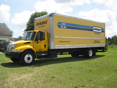 Penske Truck Rental - International 4300 / Morgan Box Truck with Maxon Lift-gate (FormerWMDriver) Tags: truck way foot one moving gate lift box rental international 24 local morgan mover ih ihc 4300 penske maxon liftgate 24ft durastar
